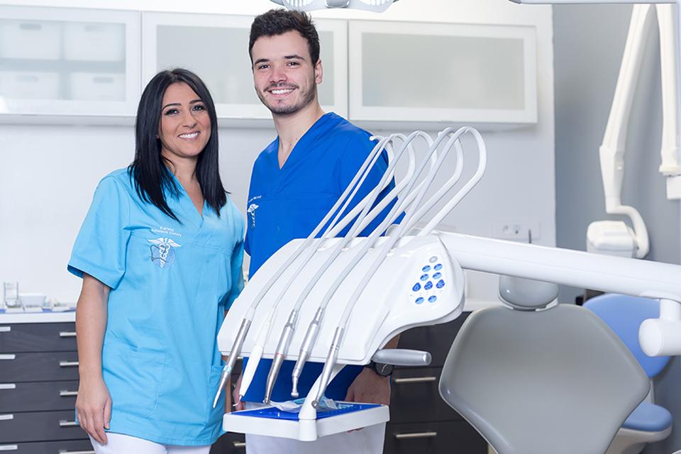 Dr Jose Relvao et son assistante